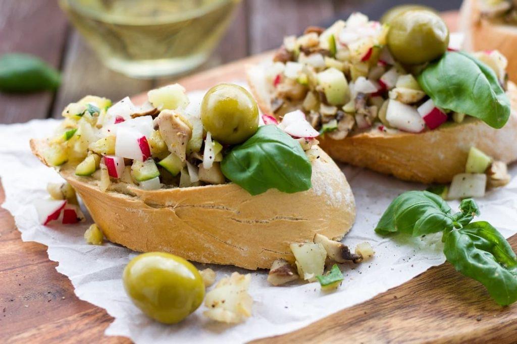 Aceitunas y sus curiosidades    La variedad hojiblanca ocupa en primer lugar en cuanto a kilos elaborados y exportados para el consumo de aceitunas de mesa