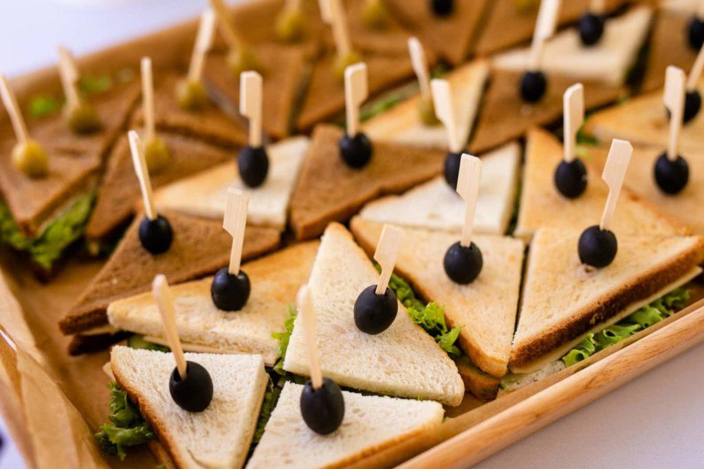 sándwiches y aceitunas|||||||